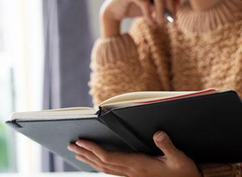 독서하는 여성